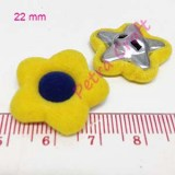 flower-blue in yellow-button-petracraft